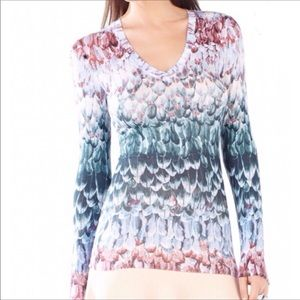 BCBGMAXAZRIA Jan Printed V-neck Knit Top Dusty Elm